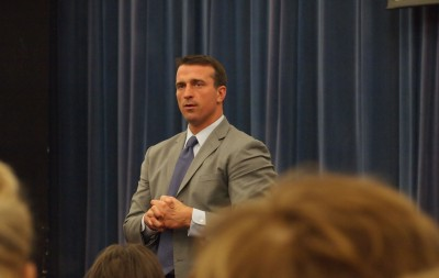 Chris Herren leads school-wide assembly on addiction