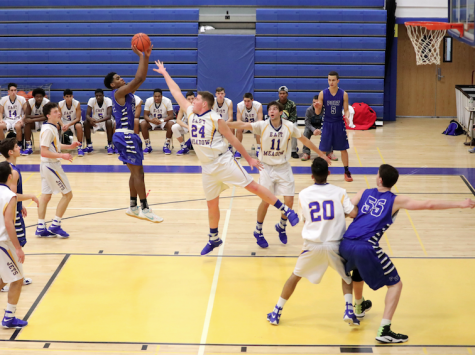 Boys basketball works towards playoffs