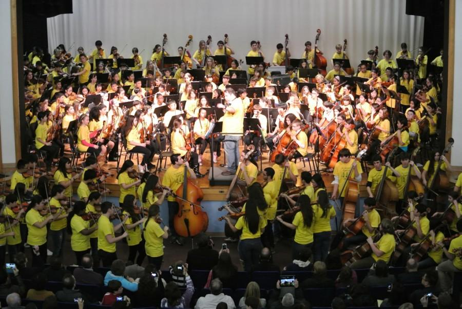 """The sound of """"1,000 Strings"""" fills the auditorium"""