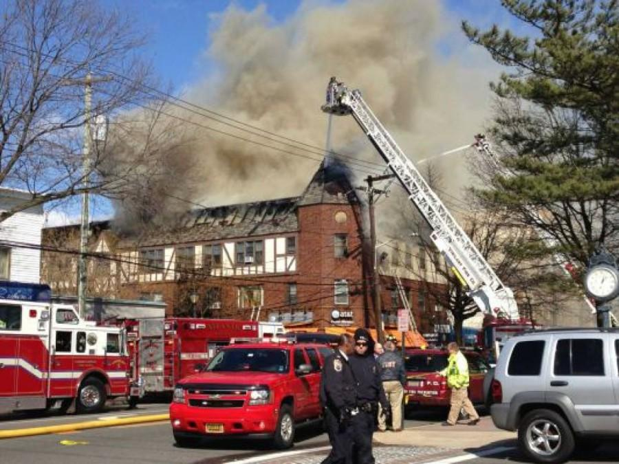 Emergency+responders+arrive+at+the+scene+of+the+fire+on+Main+Street.+The+fire+took+hours+to+extinguish%2C+and+displaced+both+residents+and+businesses.++