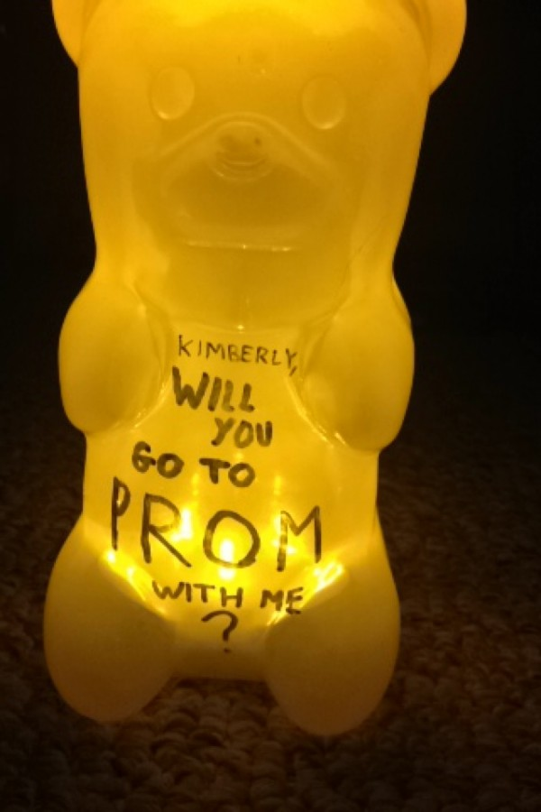 Students+get+creative+with+promposal+ideas