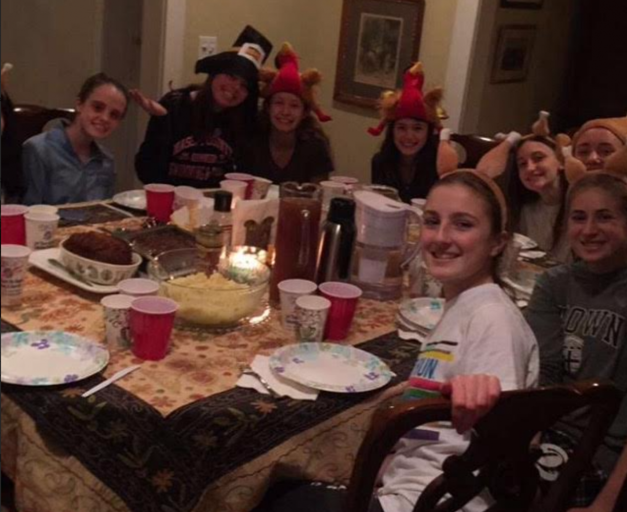 Last+year%2C+students+gathered+for+dinner+to+celebrate+Friendsgiving+on+their+own.+The+evening+included+delicious+traditional+Thanksgiving+meals+and+sweet+treats+including+a+s%27mores+dish.