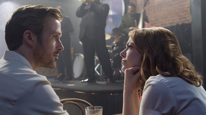 Ryan+Gosling+and+Emma+Stone%2C+playing+love+interests+Sebastian+and+Mia%2C+discuss+their+differences+as+they+try+to+reconcile+their+love.+Despite+the+drama+heavy+plot%2C+the+movie+found+relief+in+its+use+of+comedy+and+musicality.