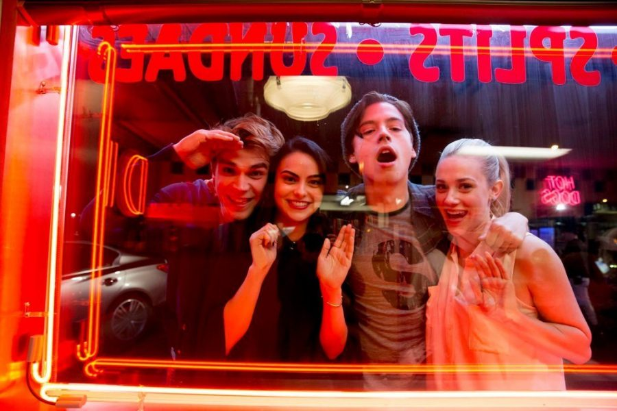 The+main+characters+of+Riverdale%2C+Archie+Andrews+%28K.J.+Apa%29%2C+Veronica+Lodge+%28Camila+Mendes%29%2C+Jughead+Jones+%28Coles+Spouse%29%2C+and+Betty+Copper+%28Lili+Reinhart%29+in+the+window+of+the+main+setting+of+the+show%2C+the+diner+of+the+small+town.