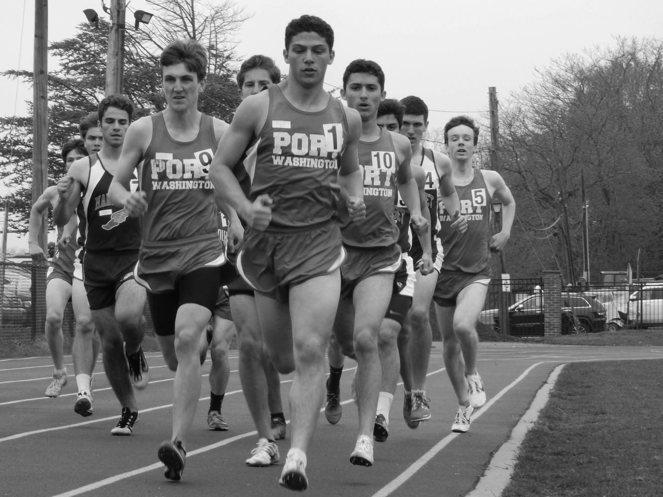Senior+captain+Aaron+Siff-Scherr+leads+the+pack+of+runners+in+the+1600m+race+in+the+Port+Washington+Invitational+on+April+21.