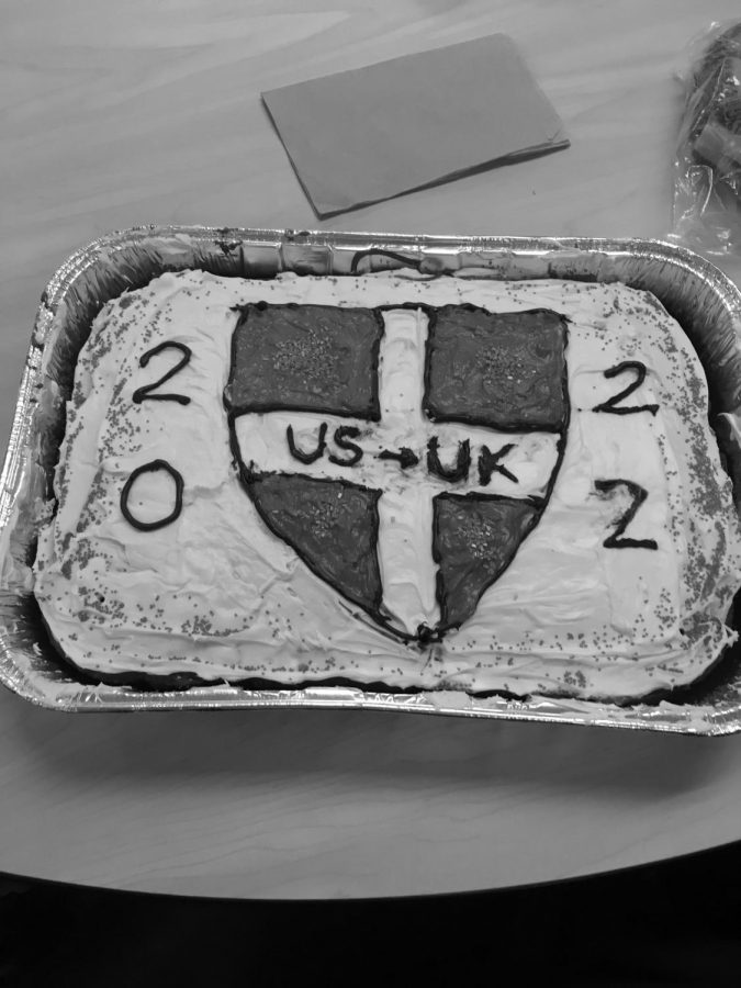 Students+make+cakes+to+celebrate+college+commitments