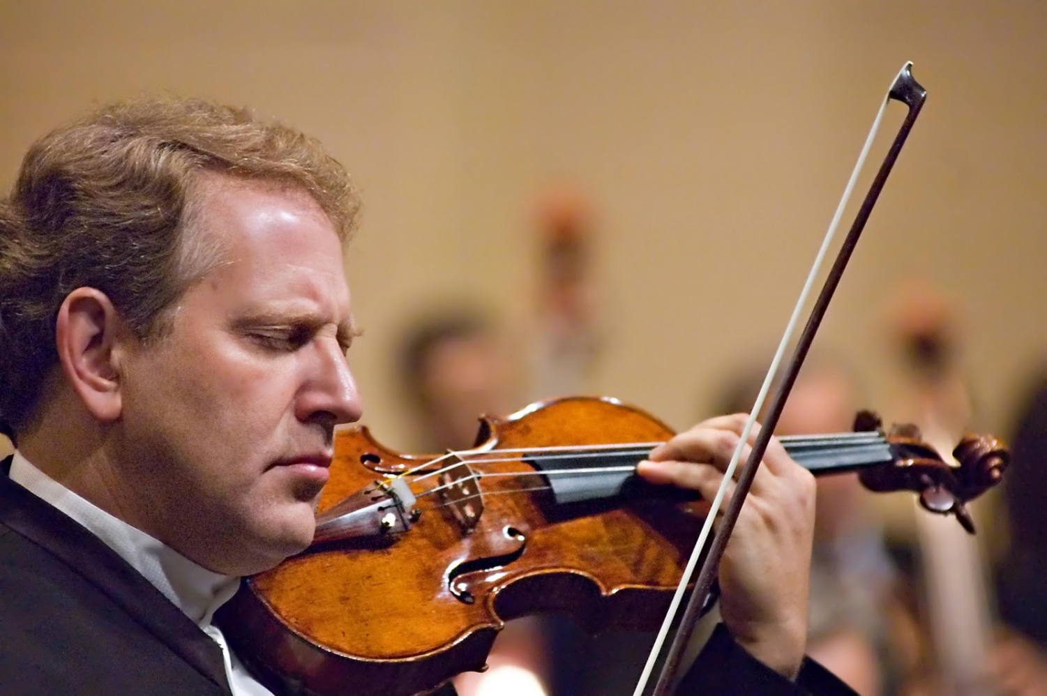 Israeli violinist Shlomo Mintz performed for Schreiber's music students alongside four other musicians. Mints also held a concert at the Sands Point Preserve the next day.