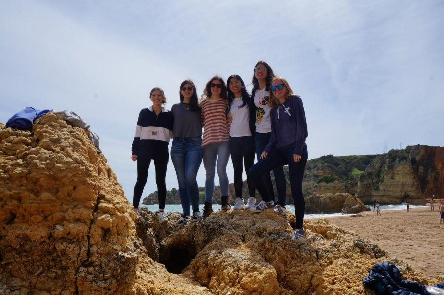 Junior+Julianna+Marinelli%2C+seniors+Caroline+Katz%2C+Abby+de+Reyna%2C+Emily+Ma%2C+Shiraz+Johnson%2C+and+junior+Elizabeth+McDermott+enjoy+the+scenery+at+Lagos+Beach+in+Portugal.
