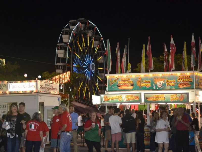 The+Italian+Fest+reserved+an+area+for+Italian+food+vendors.+Here%2C+people+were+able+to+get+a+taste+of+pure+and+authentic+Italian+cooking.