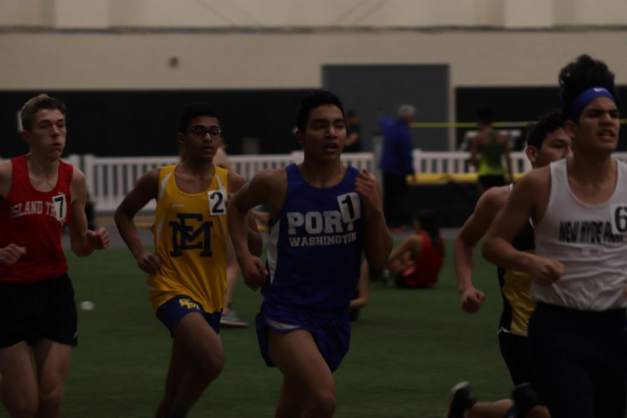 Olivar+Melaria+Perez+competes+in+the+3200m+race+at+St.+Anthonys+on+Jan.+10.